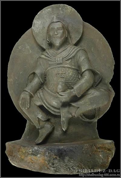 Древнюю статуэтку бога со свастикой изваяли из метеорита